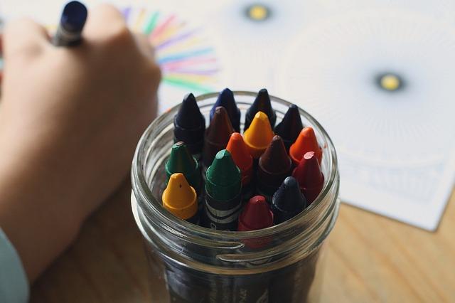 crayons-1445054_640