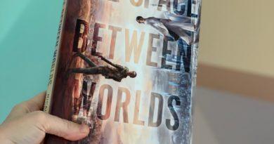 the space between worlds by Micaiah Johnson #bookreviews #brandisbookcorner #beingfibromom #thespacebetweenworlds #micaiahjohnson